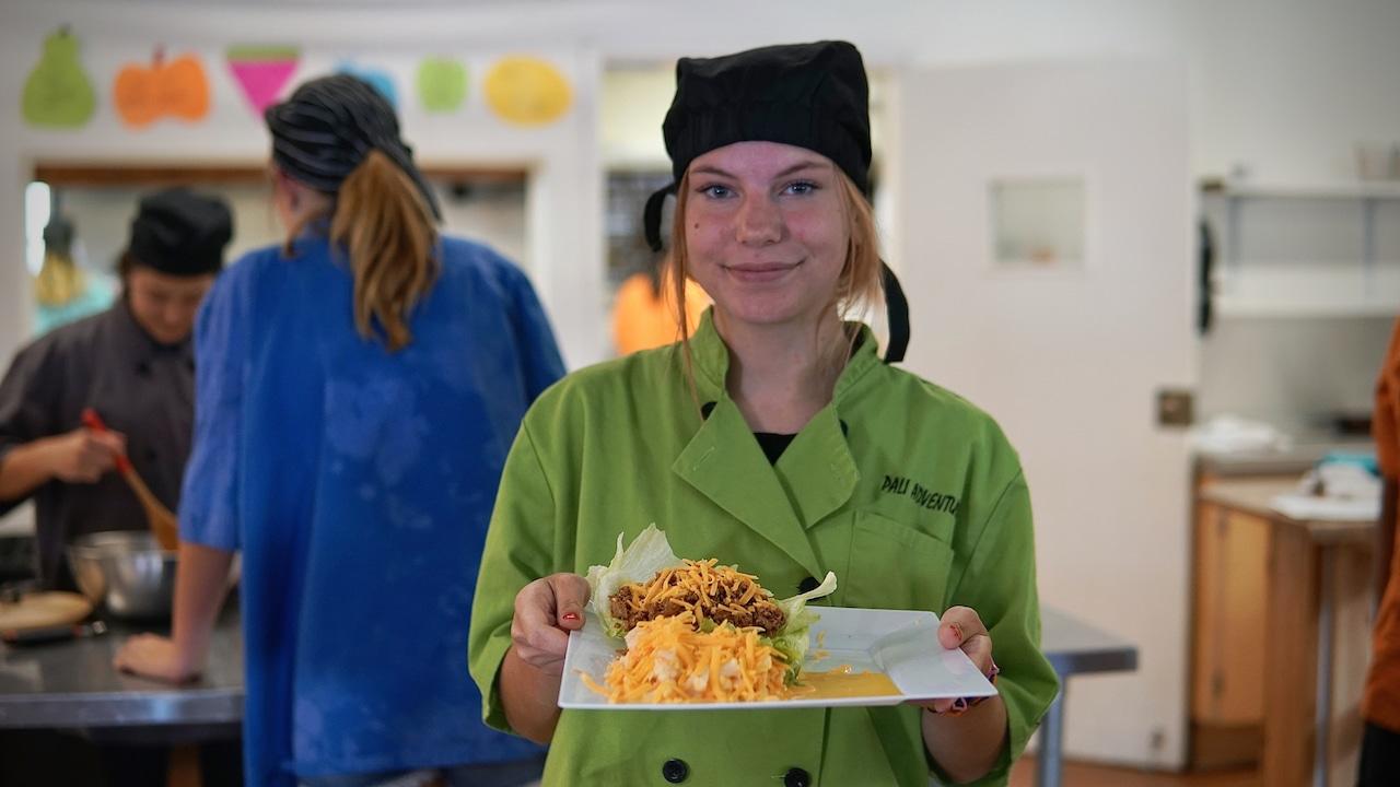 girl at culinary camp
